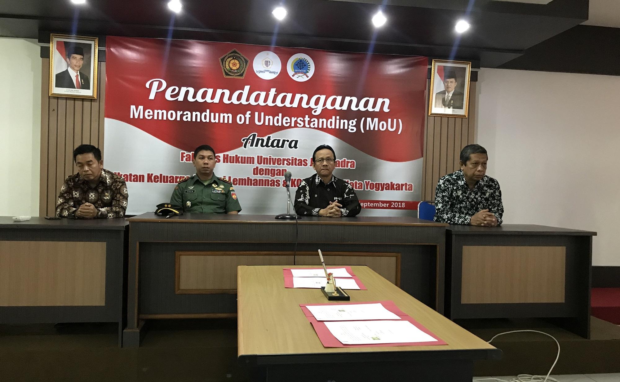 Penandatangan MoU FH UJB dengan IKAL dan Kodim 047 Kota Yogyakarta