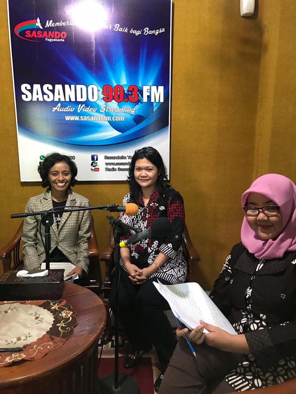 Talk Show di Radio Sasando 90.3 FM